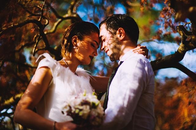 遠距離恋愛を乗り越えて結婚したカップル