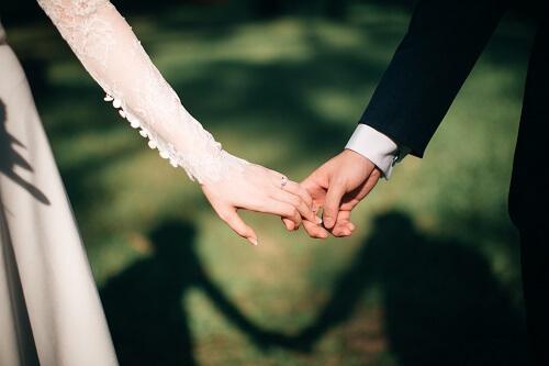 結婚相談所で条件に合った人と結婚した二人