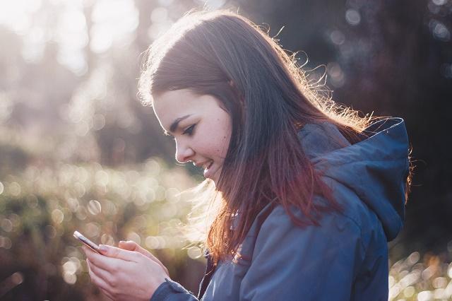 10代の出会いで安全なアプリを見つけた女性